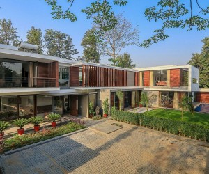 Wooden Slats, Glass Walls and Modern Grandeur: Gallery House in India