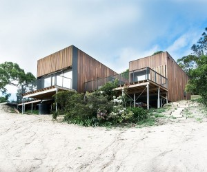 Woodsy Flexibility: Breezy Beach-Side Family Retreat Down Under