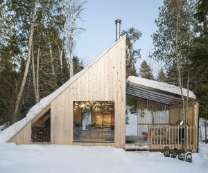 Woodsy Modern Micro-Shelter in Qubec with Timeless Triangular Charm