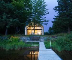 YH2 Designed a Charming Family Cottage on the Shores of a Lake
