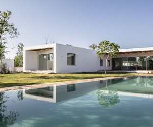 Z House: Expansive Israeli Home Flows into Beautiful Landscape Outside